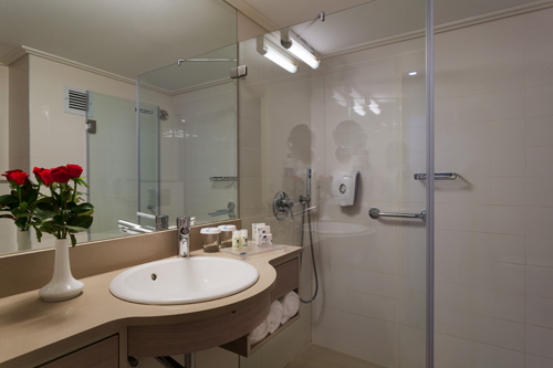 Standard Room Mountain View - spacious bathtub at the Lot soa hotel